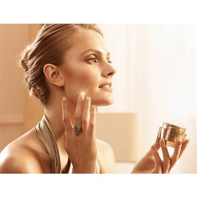 estee-lauder-revitalizing-supreme-antiaging-creme.jpg